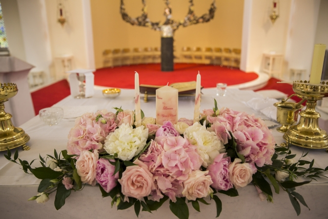 Alter arrangement by Finesse Weddings